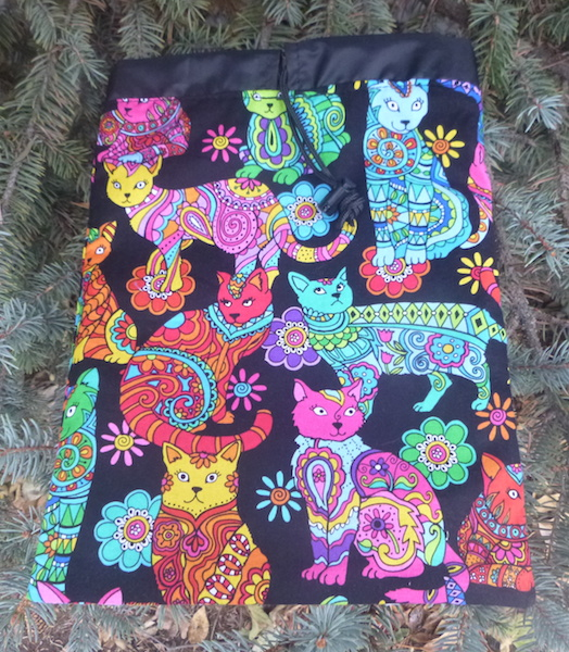 Colorful cats travel organizing bag with drawstring